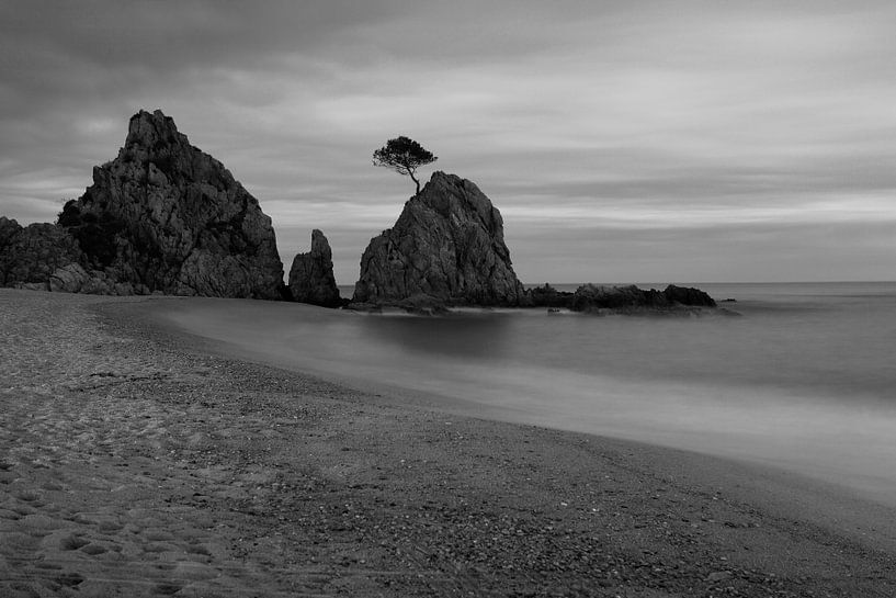 Un rocher bien connu sur la plage de Tossa de Mar/ Espagne sur Frank Herrmann
