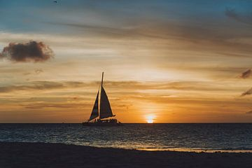 Prachtige zonsondergang in Aruba met een catamaran van Aruba Paradise Photos