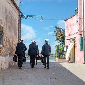 Kapiteins walking Burano, Venetië van Thomas Boudewijn