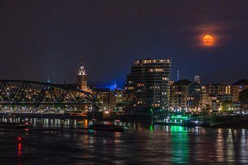 Mond über Nimwegen von Henk Kersten