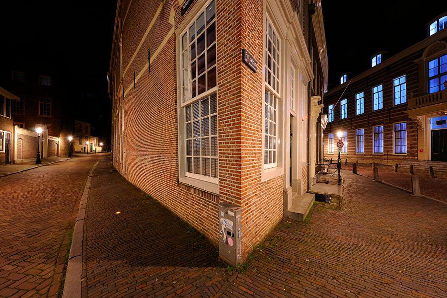 De hoek Achter de Dom / Pausdam in Utrecht van Donker Utrecht