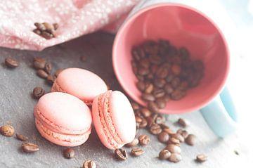 Süßes Gebäck mit frischem Kaffee  von