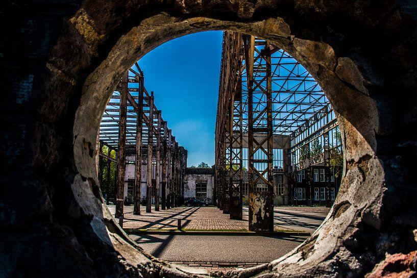 Doorkijkje oude fabriek van Elly Olsman