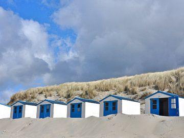 Blauwe strandhuisjes van Wies Steenaard