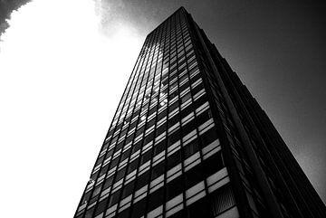 Wolkenkrabber in zwart en wit van Norbert Sülzner