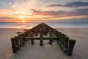 Wellenbrecher Westkapelle bei Sonnenuntergang von Arnoud van de Weerd
