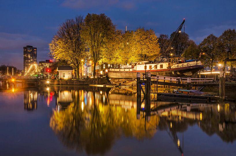 Scheepswerf Oude Haven in het blauwe uur van Frans Blok