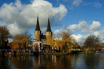 Herfst bij de Oostpoort in Delft van Alice Berkien-van Mil