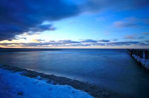 Ostseestrand mit Schnee