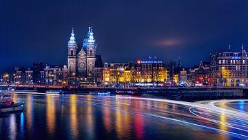 Amsterdam - altijd druk - Avondfotografie van R Smallenbroek
