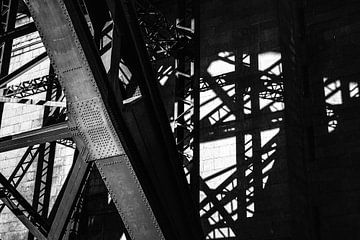 Tyne Bridge And The Intricate Shadows van Urban Photo Lab