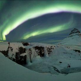 Noorderlichtpanorama bij Kirkjufell van Sven Broeckx