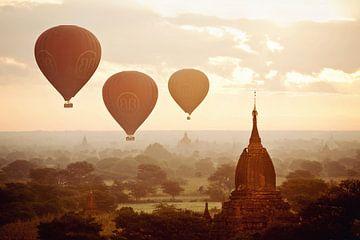 Der schönste Sonnenaufgang aller Zeiten - Pagan - Burma von RUUDC Fotografie