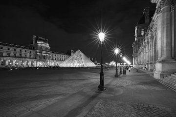 Het Louvre Museum in Parijs in de nacht van MS Fotografie