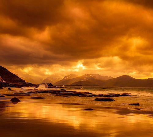 zonsondergang op de Lofoten in Noorwegen van