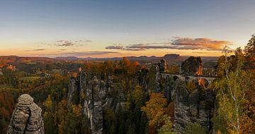 Sonnenuntergang an der Basteibrücke von Frank Herrmann