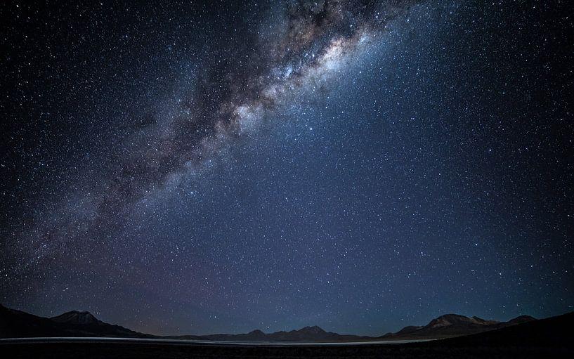 Melkweg over Salar de Surire (1) van Lennart Verheuvel