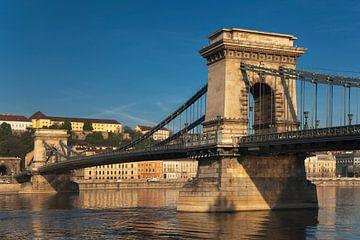 Chain Bridge, Budapest, Hungary van Gunter Kirsch