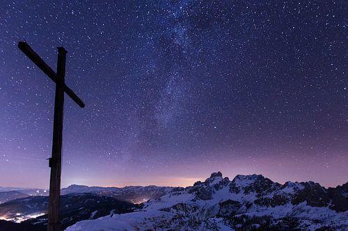 Bergen en Melkweg II van Coen Weesjes