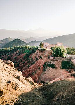 Atlasgebergte in Marokko | Kasbah Bab Ourika foto print | Reisfotografie in de bergen van Ourika van Raisa Zwart