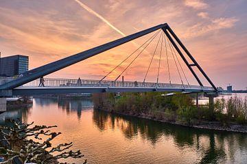 Passerelle piétonne près de Düsseldorf Media Harbour sur 77pixels