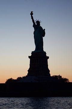Statue of Liberty New-York City Night Sunset van Bastiaan Bos