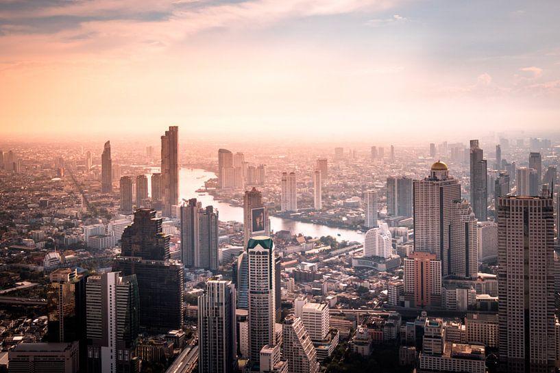 Bangkok in de avond van Nick van der Blom