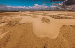 Zandpatroon na een storm aan het strand van Ouddorp