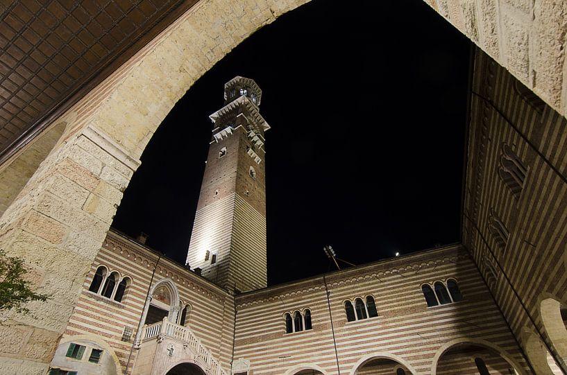 Torre dei Lamberti, Verona, Italië van Pierre Timmermans