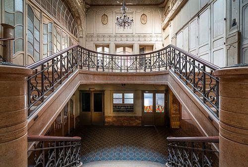 Escaliers dans un cinéma abandonné.