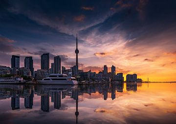 Toronto Skyline bei Sonnenaufgang von Remco Piet