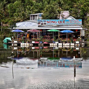 Floating restaurant in Vietnam von SPOOR Spoor