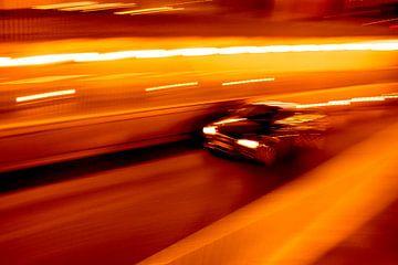 Autorennen durch den Tunnel von Studio Kunsthart