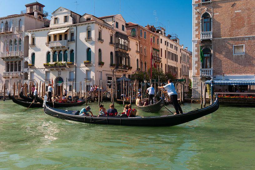 Gondola in Venice Italy van Brian Morgan