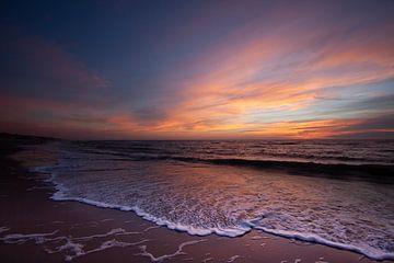 Zonsondergang op het strand van Callantsoog van Marieke_van_Tienhoven