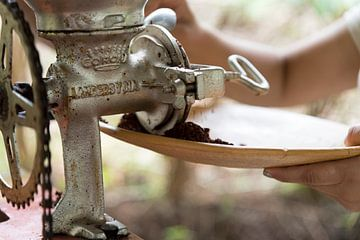 Cacaoboon malen op fiets Costa Rica van Ohana
