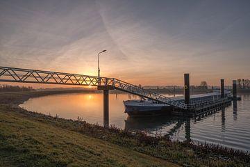 Binnenvaartschip in overnachtingshaven van Moetwil en van Dijk - Fotografie