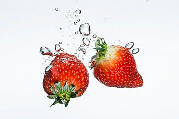 Zwemmende aardbeien van