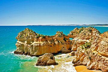 Naturfelsen bei Alvor an der Algarve von Nisangha Masselink