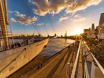 2016-05-04 Landungsbrücken beim Hafengeburtstag von Joachim Fischer