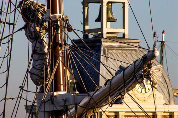 Hoog in de masten