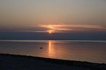 Zonsondergang aan de Kleine Belt in Denemarken van