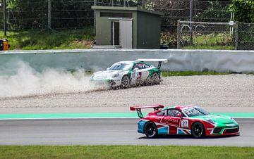 Sturz im Rennen während des Porsche Supercup 2018 von Robin Smeets