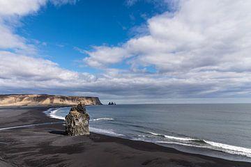 Het zwarte strand van Vik (IJsland) van
