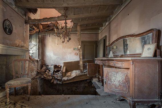 Antieke woonkamer ingestort