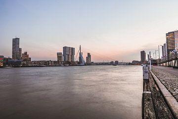 Rotterdam tijdens zonsondergang van Jarno Dorst