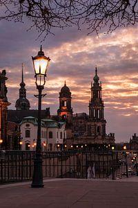 Avondsfeer bij de Terrassenufer Dresden van Sergej Nickel