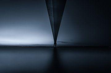 Under the bridge von Igwe Aneke