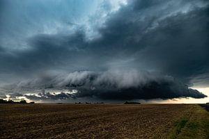 Rotierende Wolken eines Superzellen-Gewitters über den Ebenen
