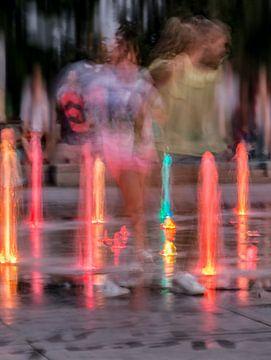 Spelende kinderen bij fontein